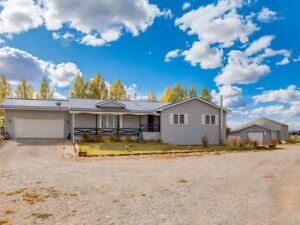 ***STUNNING ACREAGE for SALE **Book a showing to view it**