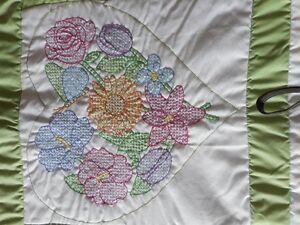 Beautiful Queen size hand stitched flowers and heart quilt Peterborough Peterborough Area image 3