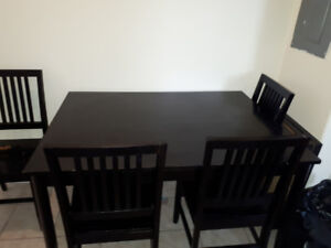 Sturdy kitchen Table! Pick-up only
