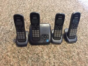 Set of 4 cordless home phone + answering machine