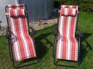 2 chaises longues pour l'extérieur
