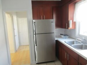 CUTE 2 BEDROOM UNIT UP FOR LEASE & CLOSE TO HWY