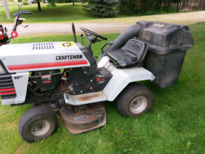 Craftsman Riding lawnmower with bagger