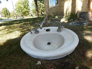 PEDESTAL SINK AND BASES CASTIRON Kitchener / Waterloo Kitchener Area image 2
