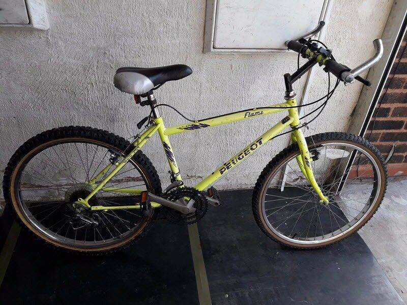 Peugeot Flame bike. 18 speed. 24 inch wheels (Suit: 9 yrs to 12 yrs).