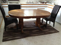 Oak Harvest table with 2 leafs and 4 chairs