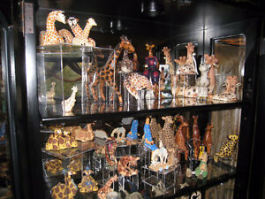 Collection de girafes, bibelots, etc.
