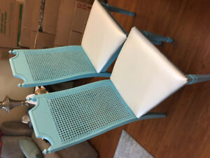 Vintage table and chairs (needs refinishing)