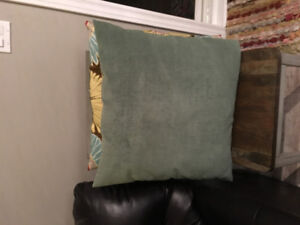 Like new large couch pillows