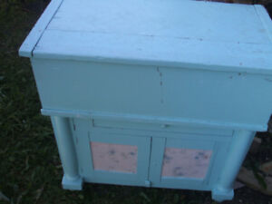 SHABBY-CHIQUE BLANKET BOX ON TOP OF A WASHSTAND  CA. 1900