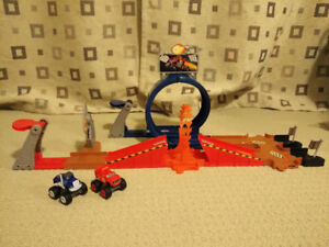 Blaze and the Monster Machines Monster Dome Race Track