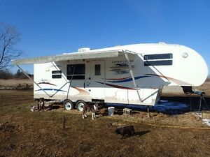 2008 Copper Canyon 27 ft camper trailer 5th wheel