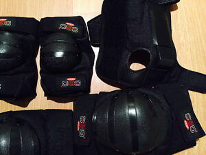 ROLLER BLADES, SIZE 6 1/2-7 WITH KNEE, ELBOW, HAND PROTECTION West Island Greater Montréal image 5