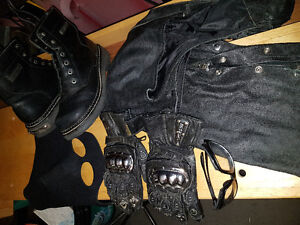 Lot of *RIDING GEAR*,*INCLUDES '2' HARLEY DAVIDSON BADGES*