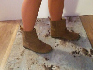 The Gap,  size 5.5   Brown Suede Booties