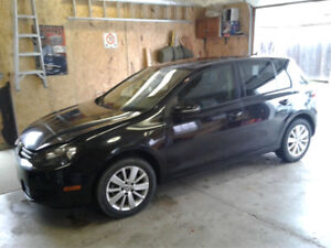 2012 VW GOLF 2.5L  WITH WINTERS READY TO GO.