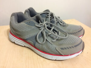 BRAND NEW Starter Pro Shoes (Size 10.5)