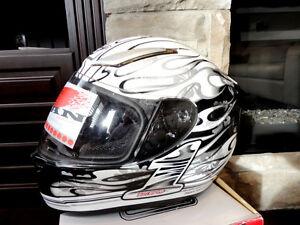 Zoan Revenge Helmet Size XS White Flame w/4 Visor Incl.Brand New Kitchener / Waterloo Kitchener Area image 1