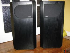 Une pair de Speaker Bose 401 noir en très bonne condition 4 OHM