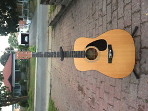 Guitare acoustique YAMAHA + support d'instrument à 150$ !URGENT!