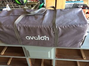 Avalon travel crib (playpen)