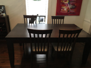 Solid wood / Dining room table + 8 chairs