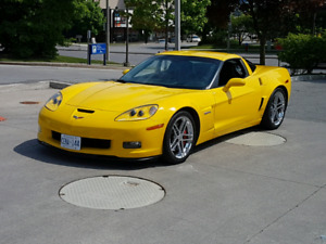 2008 Z06 is volicity yellow and mint mint