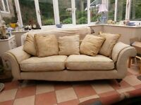 Elegant 3 seater sofa with washable covers