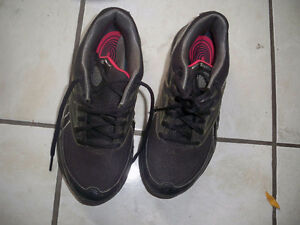 Reebok running shoes size 5