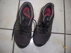 Reebok running shoes size 5 Windsor Region Ontario image 1