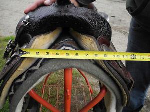 Circle Y Equitation Saddle - 15.5 in Gatineau Ottawa / Gatineau Area image 9