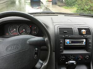 Climatisé 2004 Kia Sedona Minivan, pour famille