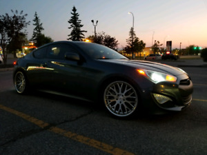 2013 Hyundai Genesis Coupe 2.0T Premium Package low kms