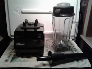 Vitamix blender for sale.  3.5 years remaining on 7 year warrant