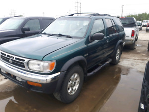 1998 Nissan pathfinder. Heated seats. Remote start. New tires!