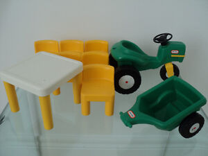 THE LITTLE TIKES FAMILY DOLLHOUSE TABLE,CHAIRS,TRACTOR,TRAILER