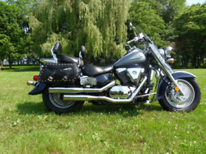 suzuki intruder 1500  2004 special edition 3800$ negociable