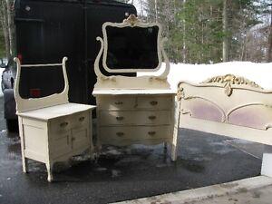 Bureaux et tête de lit antique