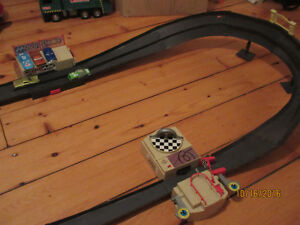 Lightning McQueen - Piston Cup 500 Track Set - 7 Cars West Island Greater Montréal image 3
