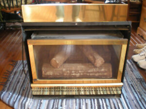 NATURAL GAS FIREPLACE C/W ZERO CLEARANCE KIT