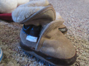 Fur lined Robeez boots for 0-6 months