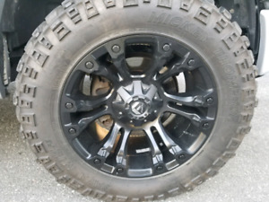 Fuel Rims Mickey Thompson 35s