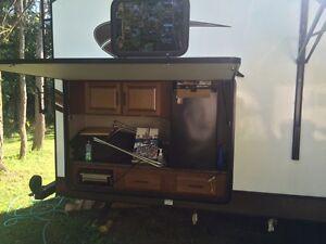 2014 Surveyor 36 foot trailer like new outside kitchen Must sell London Ontario image 4