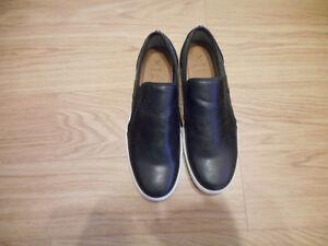 Size 11.5 men's Denver Hayes black sip on shoes never worn