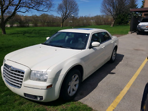 2005 CHRYSLER 300 EXCELLENT CONDITION