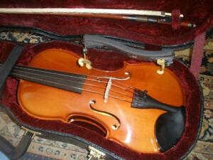 4/4 Full size Schoenbach Violin, shoulder rest, bow and case