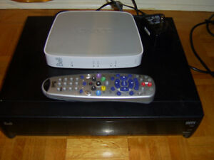une console BELL 9241 HDTV avec 3 routeurs a vendre!