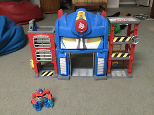 Transformer Rescue Bots Fire Station and Optimus Prime figure