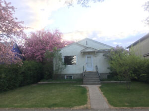 Inglewood, Pet Friendly, 3 Bedroom House with Fenced Yard