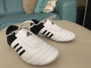 info for 48f1e a82e4 Martial arts original ADIDAS shoes. Size 4 (8-9 years old aprox)